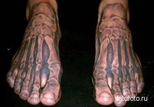 кости ноги - татуировка на стопе мужская - фото