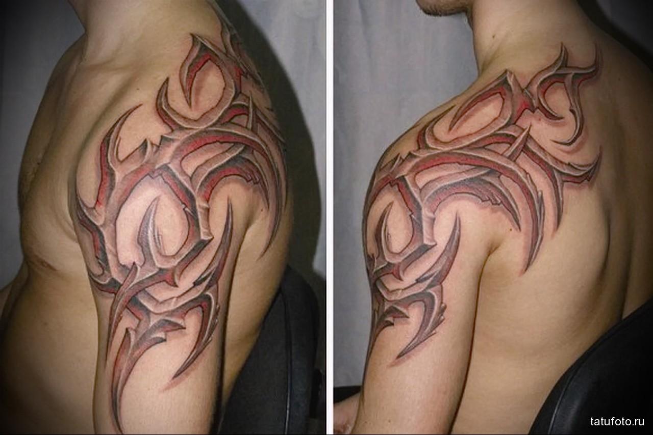 красная тату с узорами - мужская татуировка на плече