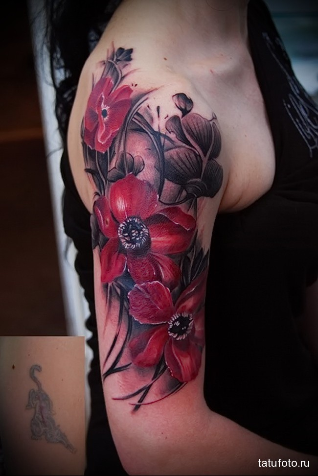 красные четкие цветы татуировка на руку женская