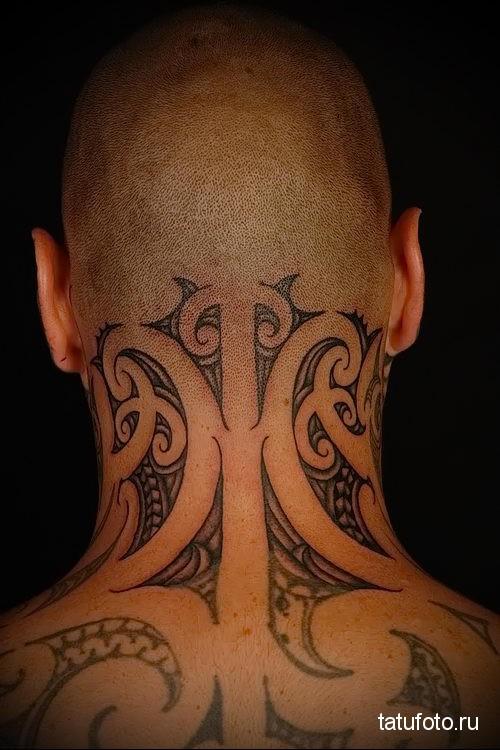 маори - татуировка на шее мужчины - фото