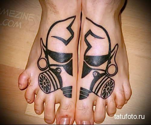 морда в противогазе - татуировка на стопе мужская - фото