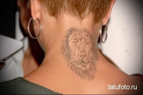 морда льва - татуировка на шее женская - фото