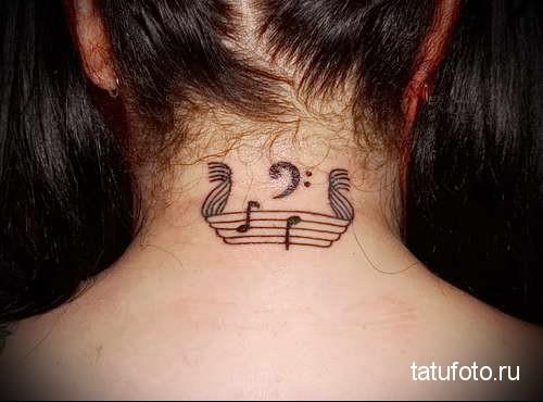 нотки - татуировка для музыканта - татуировка на шее женская - фото