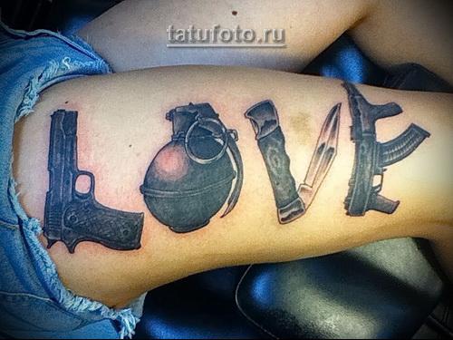 олд скул татуировка для девушки - разное оружие