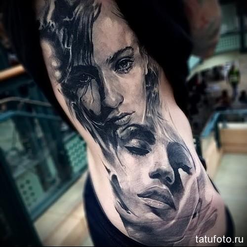 портреты двух девушек - женская татуировка на боку