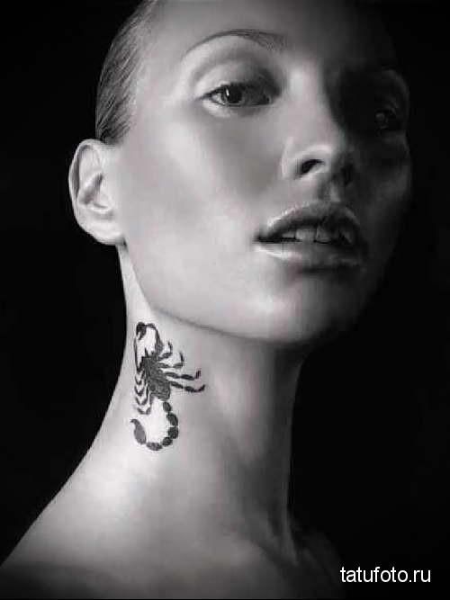 скорпион - татуировка на шее женская - фото
