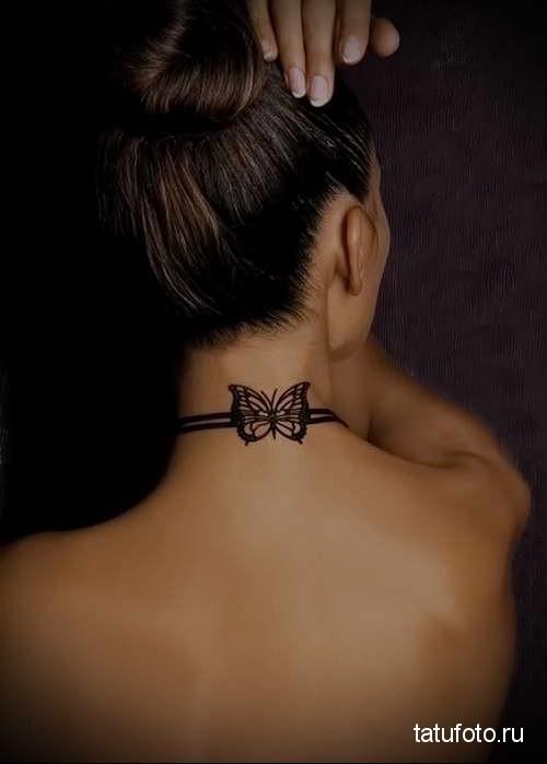строгая черная бабочка сзади - татуировка на шее женская - фото