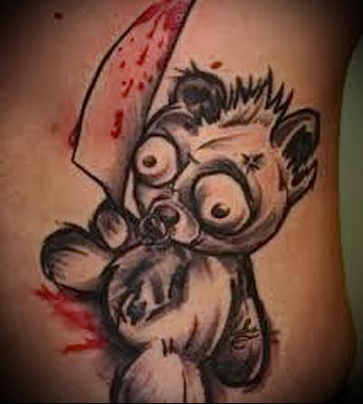 татуировка медвежонок с окровавленным ножом