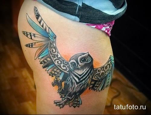 татуировка сова расправив крылья на ногу для девушки