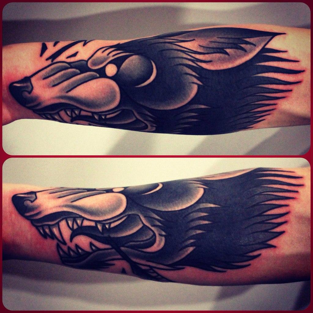 что означает волк воющий на луну тату