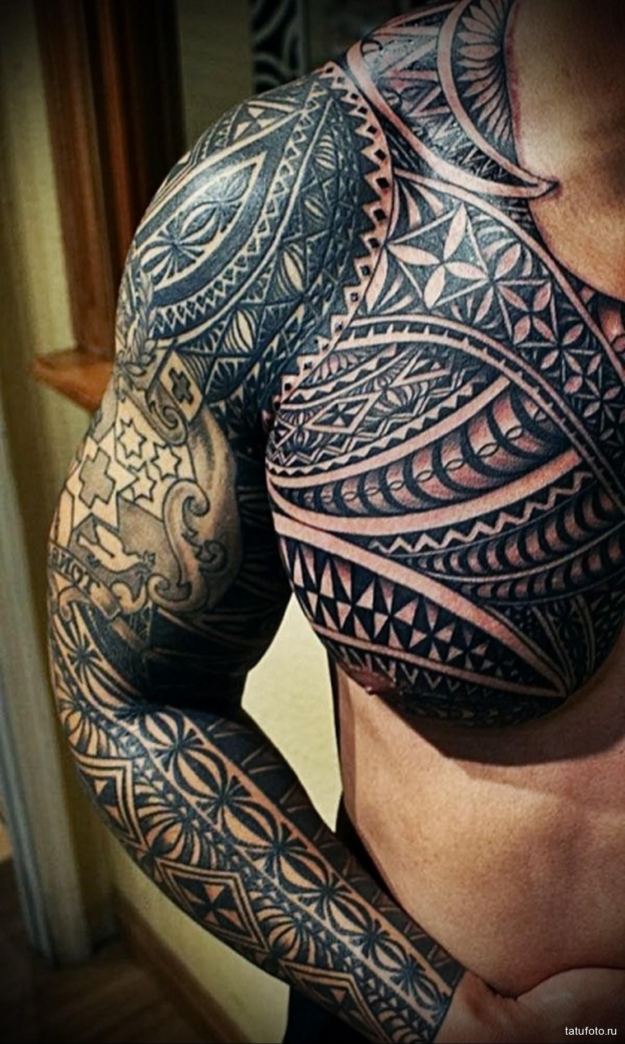 мужские татуировки на грудной клетке крест