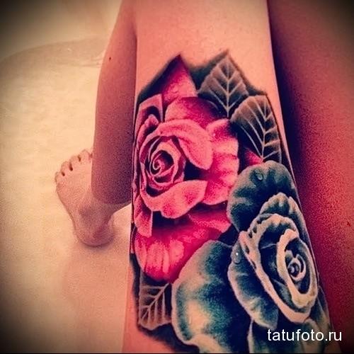 тату синяя и красная роза