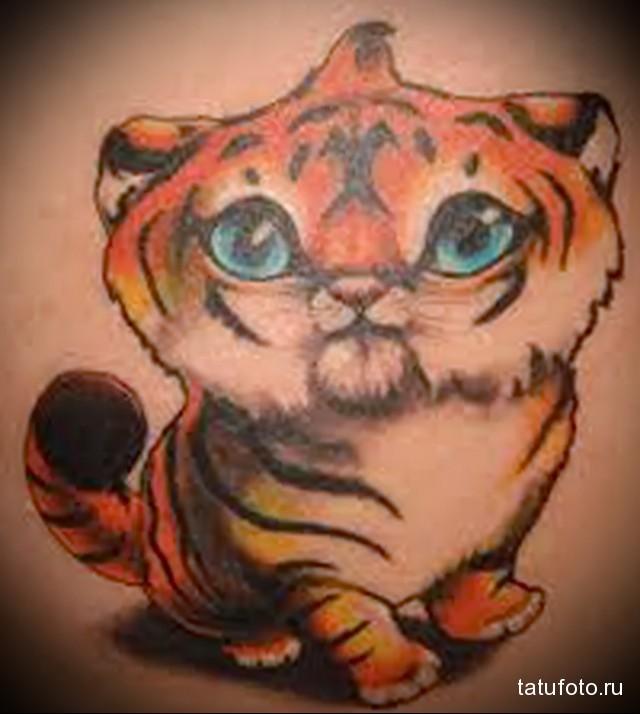 тату тигр на лопатке 2