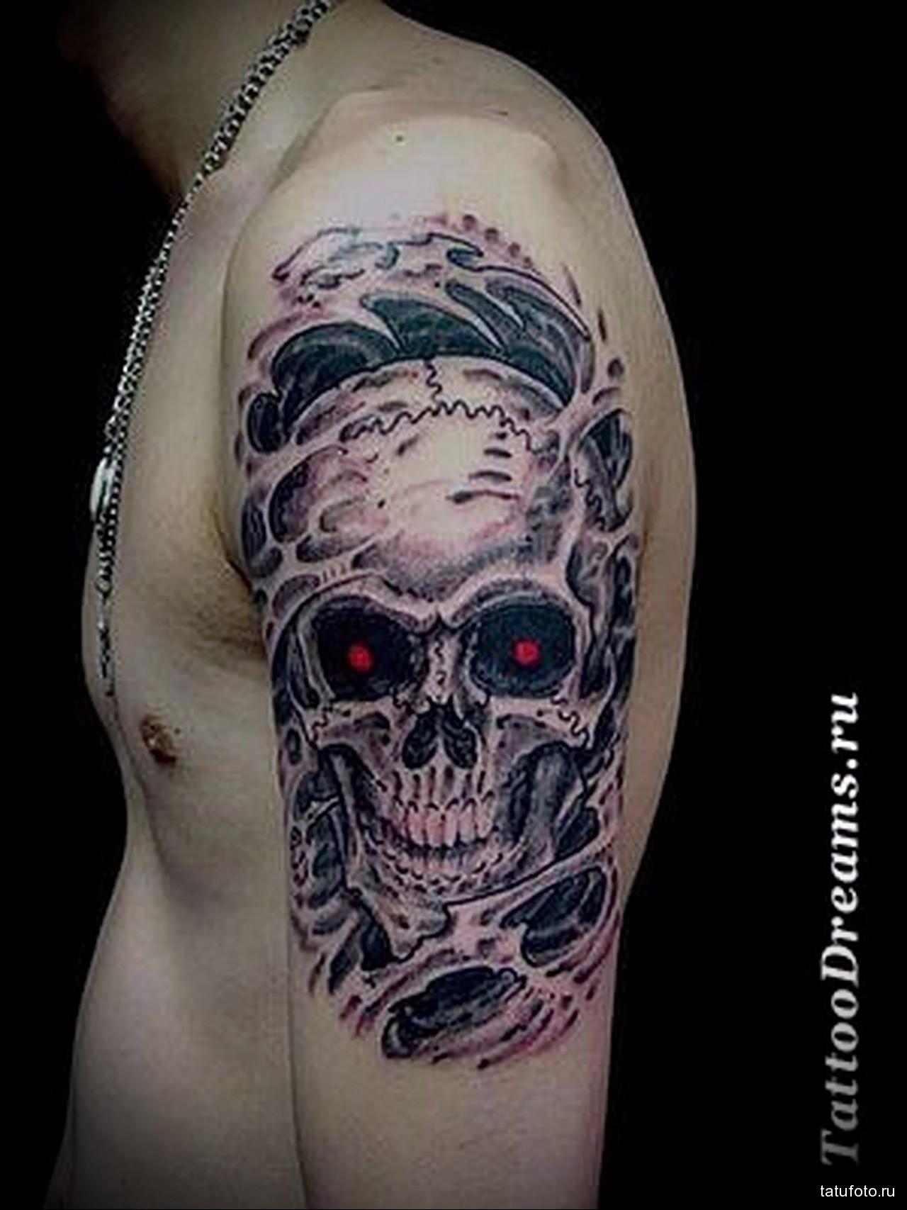 тату череп с красными глазами - мужская татуировка на плече