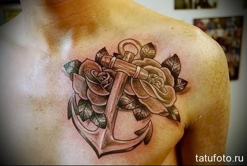 тату якорь и роза в правой половине на груди - мужская татуировка на грудь