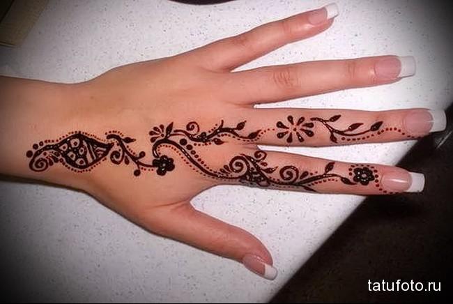 узоры хной - татуировка на пальце для девушки (тату - tattoo- фото)