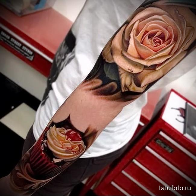 цветок и пирожное татуировка на руку женская