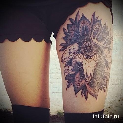 черепа животных и цветы в тату на ногу для девушки