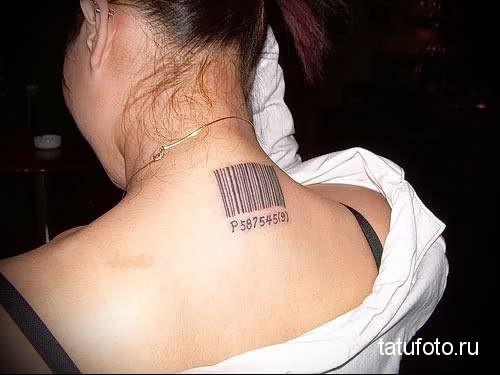 штих код и номер - татуировка на шее женская - фото