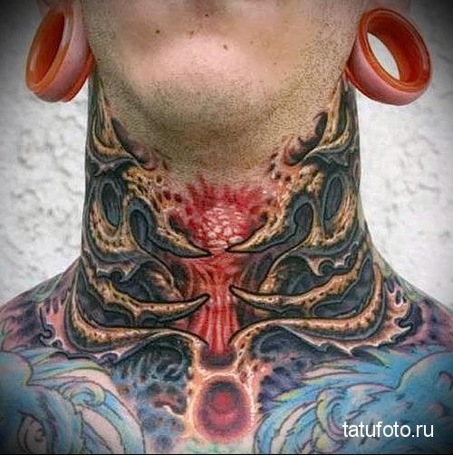 ядерный взрыв - татуировка на шее мужчины - фото