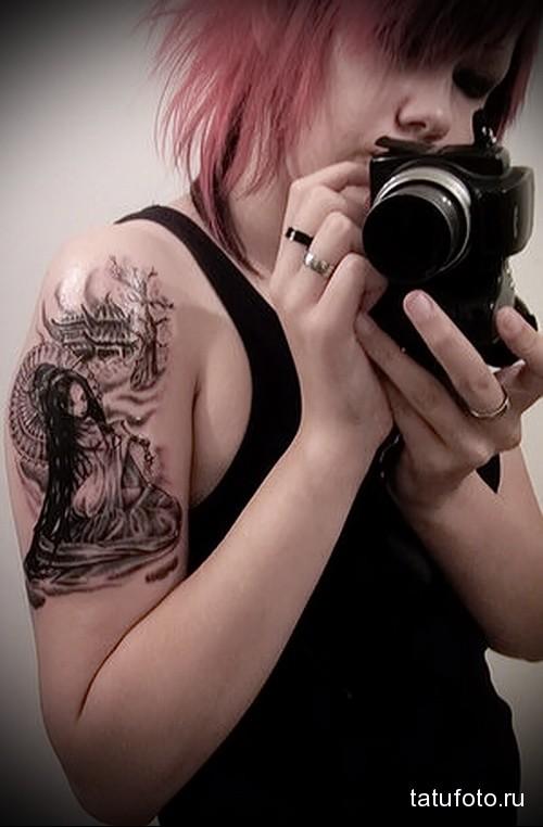 японская тату на плече девушки