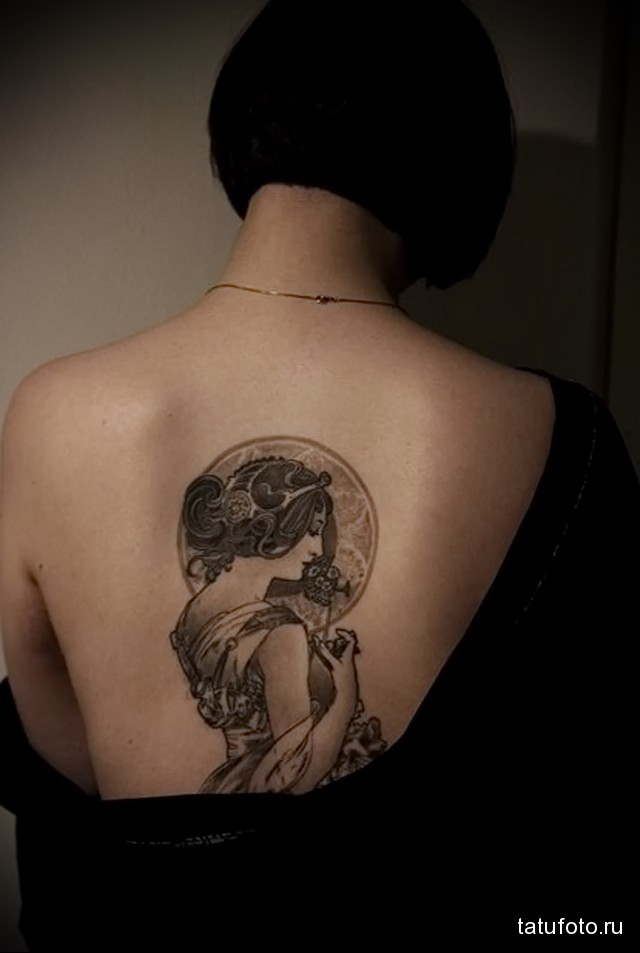 tattoo between the shoulder blades girls