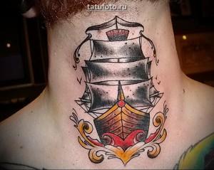 Мужская татуировка в стиле олд скул на шею