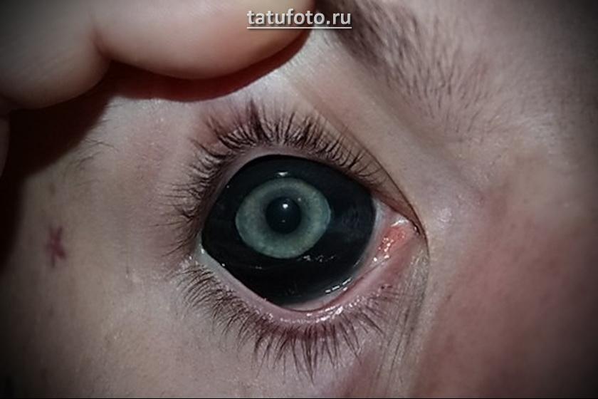 Татуировка на белке глаза – пример готовой татуировки на фото