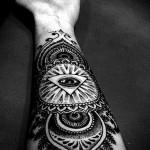 Всевидящее око тату - большая работа на руке
