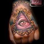 Всевидящее око тату на кулаке