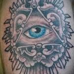 Всевидящее око тату на куру