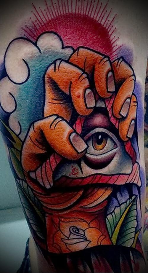 Яркий и цветной рисунок с тату всевидящее око