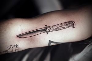 воровская татуировка Нож фото