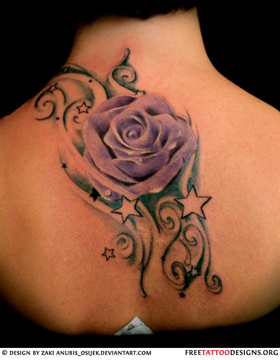 женская татуировка со звездами и розой на спину