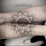 пандала на руке - парная татуировка которая делит рисунок пополам