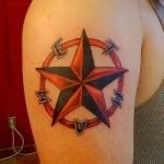 татуировка звезда в круге - рисунок на плече