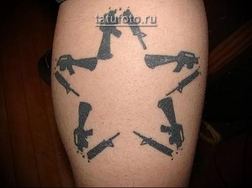 татуировка звезда из оружия (разломанные автоматы)