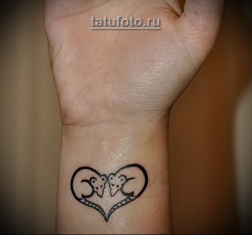 татуировка на запястье с мышками