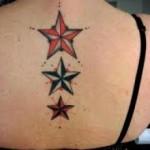 татуировка три звезды вдоль позвоночника