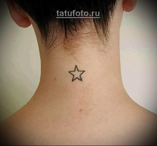 тату звезда на шее девушки сзади