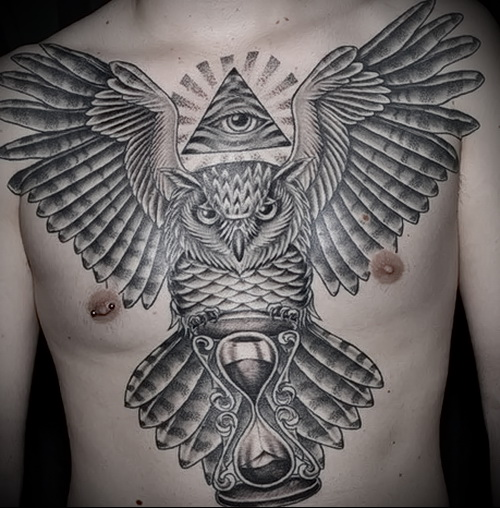 Всевидящее око тату с совой на всю грудь