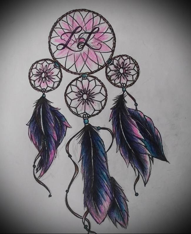Тату ловец снов эскиз - несколько колец, перья и инициалы