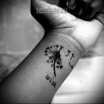 женская татуировка одуванчик на руку