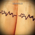 парная тату на руку - сердца и линия пульса