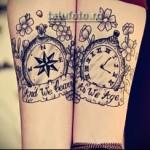 парная тату старинные часы и надписи на ленте