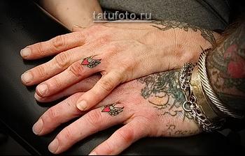 татуировка для пары - кольца с сердечками
