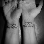 тату для пары - сердца и надписи на запястье
