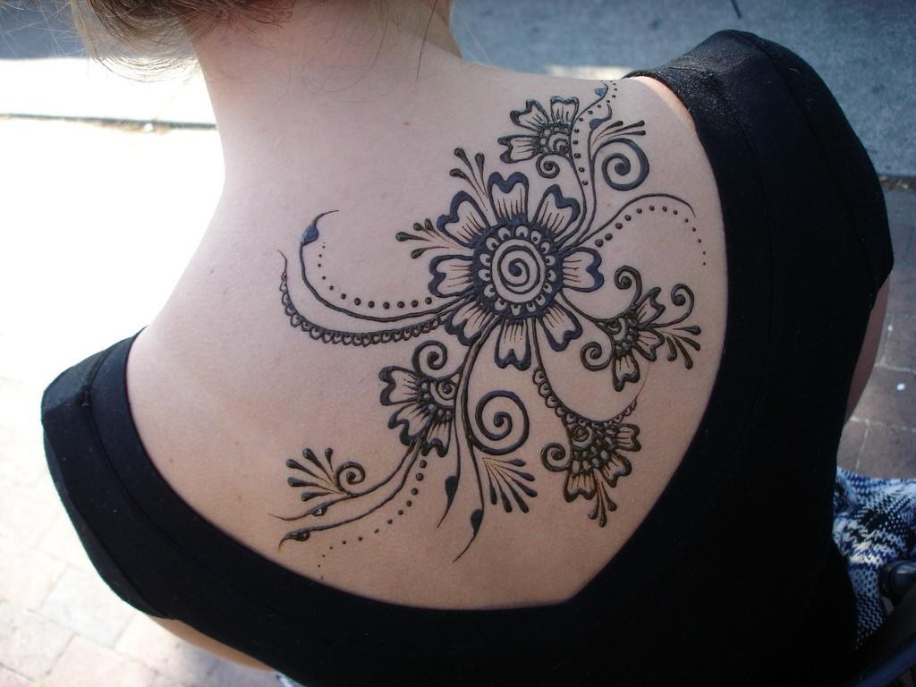 Сколько держится татуировка хной