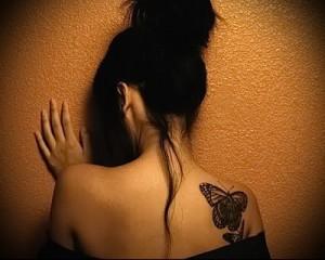 бабочка в женской тату