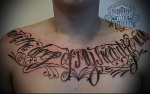 надписи на груди тату 2